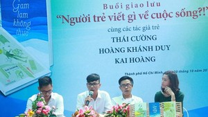 Young writers Thai Cuong, Kai Hoang, Hoang Khanh Duy at the exchange.