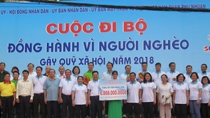 Annual charity walk for poor raises VND 6.8 billion.
