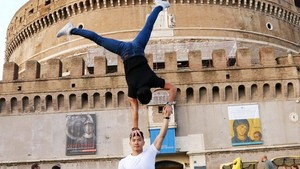 Nghiep and Co stage performance on Rome's street.(Photo: VNA)