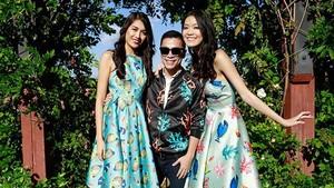 Designer Adrian Anh Tuan (C)
