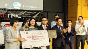Medlink – champion of VietChallenge 2019 in the US – received the award. (Photo: SGGP)