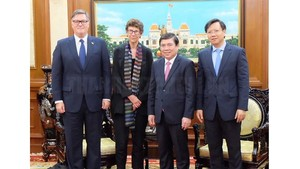 Chairman of the Ho Chi Minh City People's Committee Nguyen Thanh Phong welcomed Norwegian Ambassador to Vietnam Grete Lochen (Photo:hcmcpv)