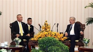Vietnam's Deputy Defence Minister Nguyen Chi Vinh (R) and Thailand's Permanent Secretary of Defence Natt Intracharoen at the dialogue (Photo: VNA)