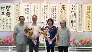 組委會還向穗城會館以及市各少數民族文學藝術協會贈送鮮花致謝。