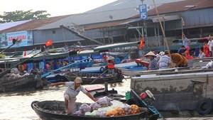 丐冷水上市集是芹苴市的具有吸引力之景點。