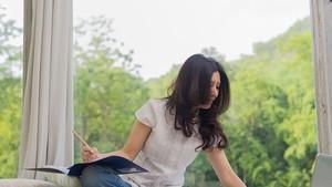 為了適應content職業或廣告、傳媒領域其他各工作崗位,年輕人須求實、自信、勤勉、按時、能夠承受精神壓力,以及不斷創新。(示意圖源:互聯網)