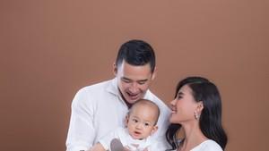 幸福的梁世成小家庭。