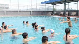 共青團本市市委將於本月23日至8月4日在本市24個郡縣展開為2000名學生暑期免費游泳培訓班。(示意圖源:互聯網)