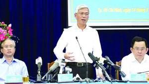 市人委會副主席武文歡主持新聞發佈會。(圖源:越通社)