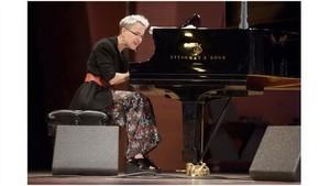 米拉‧梅爾弗在本市舉辦鋼琴演奏會