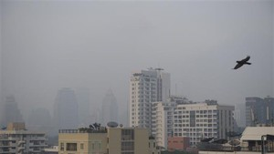 Smog has covered Bangkok in recent weeks (Photo: AFP/VNA)