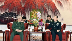Deputy Minister of National Defence, Sen. Lt. Gen. Nguyen Chi Vinh (L) pays a courtesy visit to Chinese Minister of National Defence, Sen. Lt. Gen. Wei Fenghe (Photo: VNA)