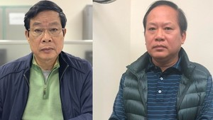 Former Ministers of Information and Communications Nguyen Bac Son (L) and Truong Minh Tuan