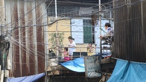 Many residents affected by Thu Thiem New Urban Area project in HCM City's District 2 are still suffering from poor living conditions in the An Phu Area (Source: VNA)
