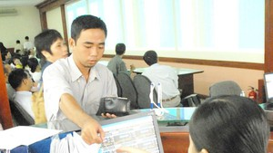 Investors trade stocks at a securities company. (Photo: SGGP)