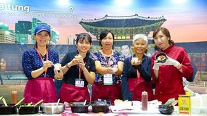 A cooking program for visitors to make Korean popular dishes