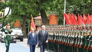 Vietnamese Prime Minister Nguyen Xuan Phuc and his Australian counterpart Scott Morrison in Hanoi on August 23
