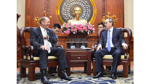 Secretary of the Ho Chi Minh City Party Committee Nguyen Thien Nhan (R) and  Mr. Ted Yoho, Chairman of the Asia and the Pacific Subcommittee at the US House Committee on Foreign Affairs (Photo: hcmcpv.org)