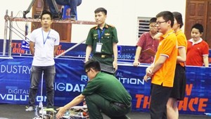 Students of the Academy of Military Technology perform at teh Digital Race Competition (Photo: SGGP)