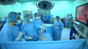 Medicine trainees are practising at an operation room (Photo: SGGP)