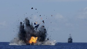 ndonesia blows illegal fishing boat (Source: CCTV)