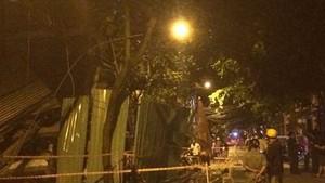 9月2日晚上,在新平郡第二坊新山和街的樓房倒塌現場。