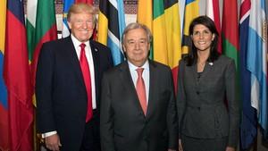 古特雷斯秘書長(中)與特朗普和美常駐聯合國代表黑莉合影。(圖源:聯合國)