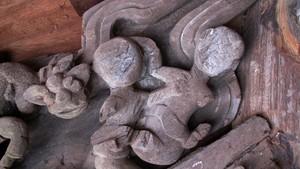 北江省扶老寺上雕刻親熱畫面的作品。