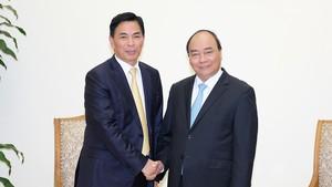 政府總理阮春福(右)接見香港佳源集團董事長沈天晴。(圖源:VGP)