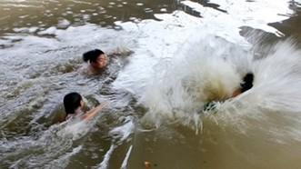 Liên tiếp xảy ra trẻ chết do đuối nước thương tâm tại Cà Mau