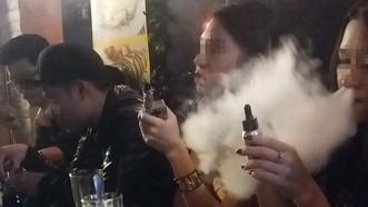 香煙或電子煙都一樣會危害健康。