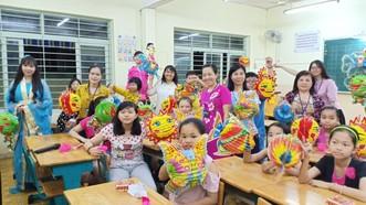 天恩外語中心師生舉辦中秋晚會。