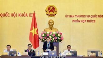 國會主席阮氏金銀(右二)在國會常務委員會第廿八次會議上致開幕詞。(圖源:Quochoi.vn)
