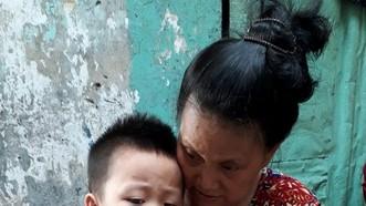 關阮家保和他的姑婆。
