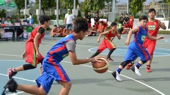 初中六和七年級組安富學校(紅色衣)對潘文治學校隊比賽一瞥。