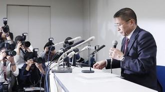 日產汽車董事長戈恩在新聞發佈會上道歉。(圖源:共同社)