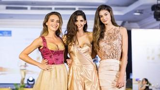 Hoa hậu Áo trình diễn trang phục dân tộc tại Việt Nam