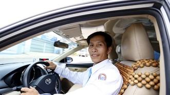 Tài xế taxi đỡ đẻ thành công cho khách đi xe