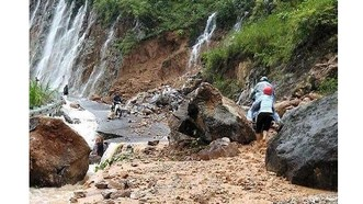 Mưa lũ đầu mùa bất ngờ đổ về, 11 người chết, mất tích và bị thương