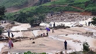 Cứu trợ khẩn cấp người dân bị thiệt hại do mưa lũ