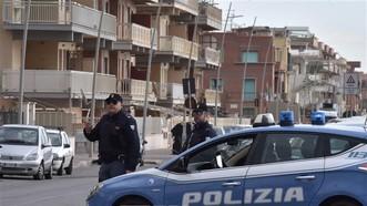 Cảnh sát Italy trong chiến dịch bắt giữ những đối tượng liên quan tới các bang đảng mafia tại Ostia. Ảnh: TTXVN