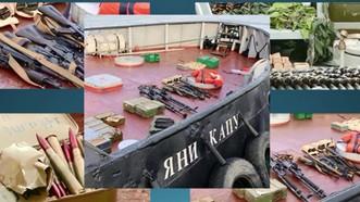 Vũ khí và đạn dược thu giữ được trên tàu pháo của Ukraine. Ảnh: FSB