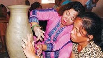 Bảo tồn và phát huy giá trị nghệ thuật gốm truyền thống của người Chăm