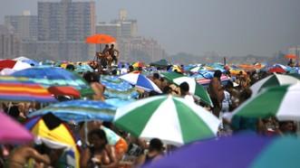 Đợt nắng nóng lần này đạt nhiệt độ cao kỷ lục kể từ năm 1929 tới nay. Ảnh: AP