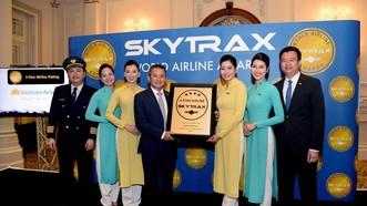 Lãnh đạo Tổng công ty Hàng không Việt Nam nhận chứng chỉ Hãng hàng không quốc tế 4 sao