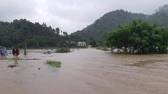 Mưa lớn gây ngập lụt, chia cắt nhiều nơi ở Nghệ An, Thanh Hóa