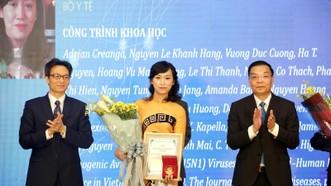 PGS Nguyễn Lê Khánh Hằng nhận giải thưởng Tạ Quang Bửu