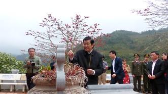 Nguyên Chủ tịch nước Trương Tấn Sang tưởng niệm, tri ân các anh hùng, liệt sĩ tại Vị Xuyên