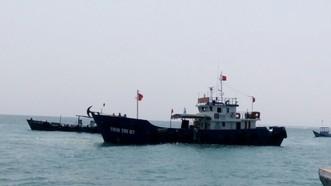 Quảng Ngãi: Tàu Tiên tri 07 đã đưa 30.000 lít xăng đến đảo Lý Sơn