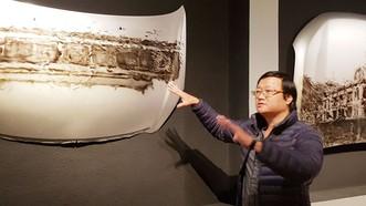 男藝人阮世山推介國會大廈地下室的當代作品。